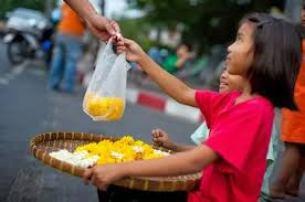 Kinderen die rozen verkopen