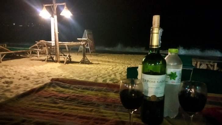 In Thailand wijn drinken
