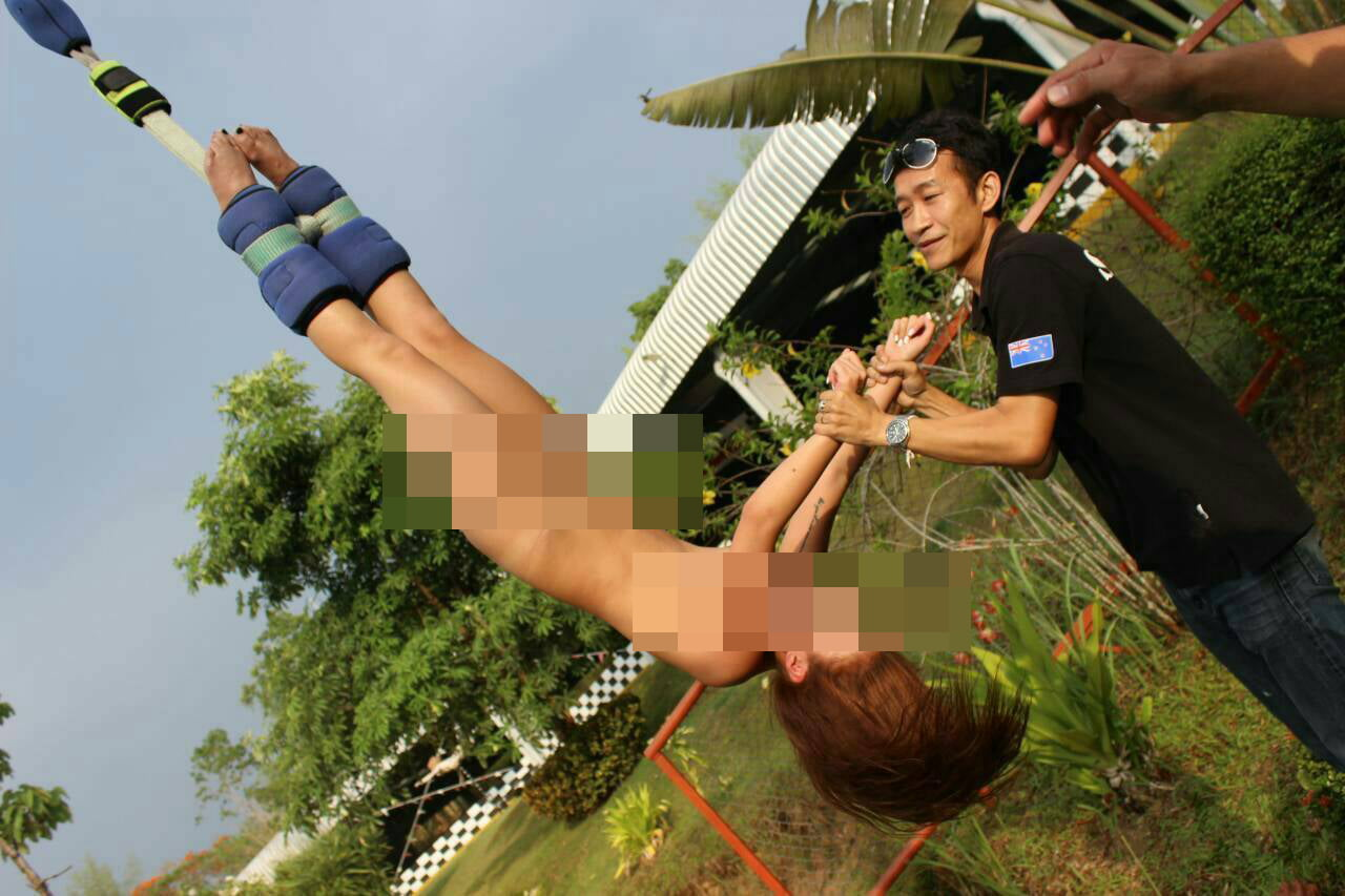 Naakte vrouw bungeejumpt in Chiang Mai - Hier is Thailand.nl