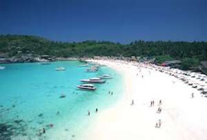 Een van de vele stranden van Phuket.