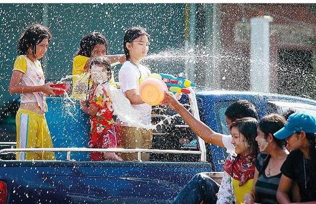 sprayen met Songkran