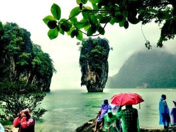 Thaise eilanden in het regenseizoen