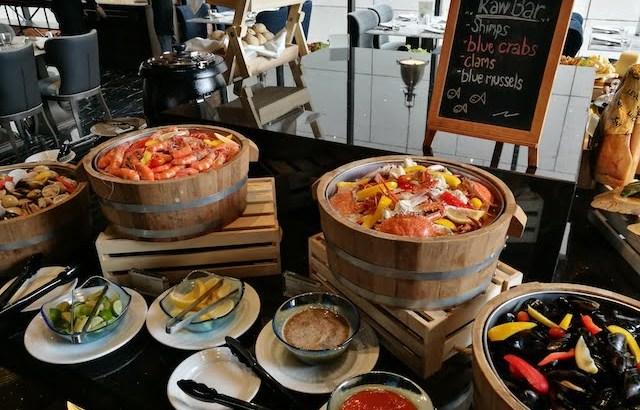 Eten in het Compass Skyview Hotel in Bangkok
