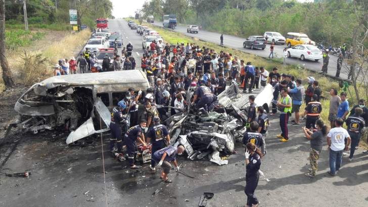 Veel doden bij ongeluk met een minibus in Chonburi