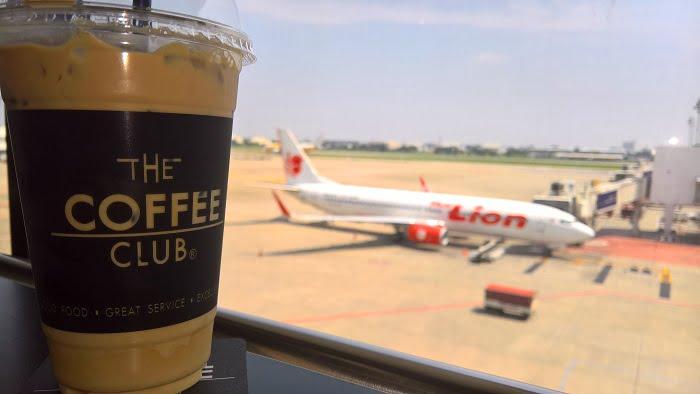 Eten op Thaise vliegvelden te duur