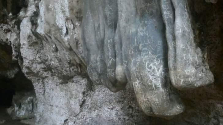 Toeristen bekrassen unieke rotsen van Krabi