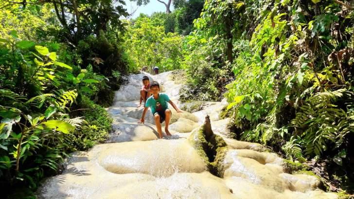 Beklim de sticky waterval van Chiang Mai