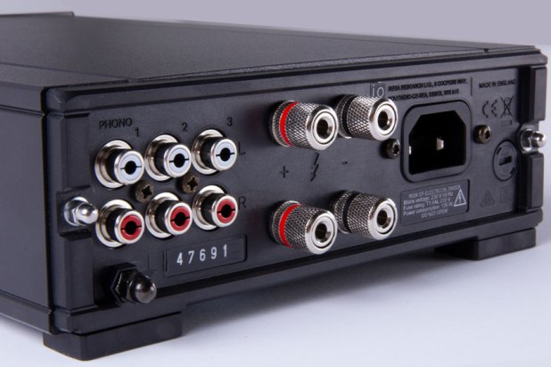 Rega io Amplifier 04