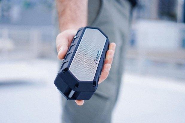 Soundcast VG1 Premium Waterproof Bluetooth Speaker Review 05