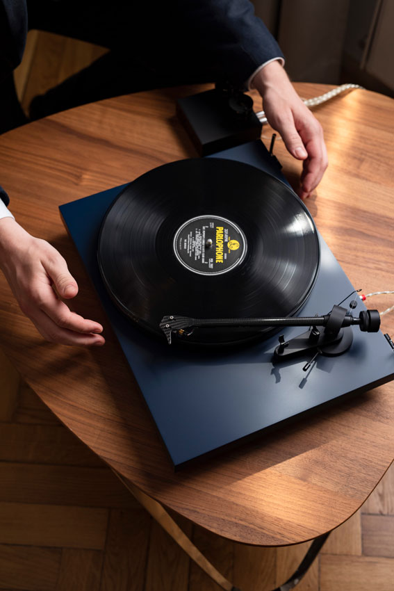 Pro Ject DEBUT Carbon EVO 01