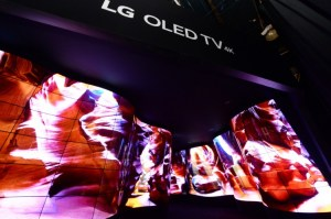 LG: OLED-CANYON BEGEISTERT DIE CES-BESUCHER