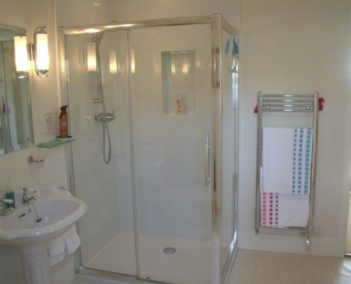 Large shower in bed and breakfast