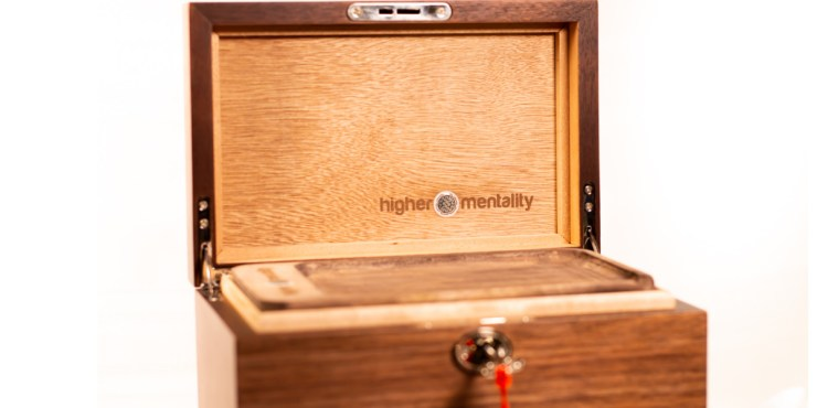 How to Choose a High-End Stash Box