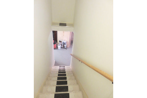 4219-SE-Clinton-St–stairs-to-lower-level