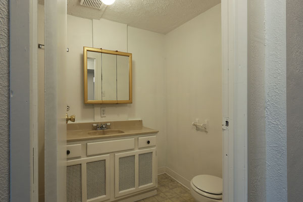 1405-NE-79th-Ave–basementbathroom