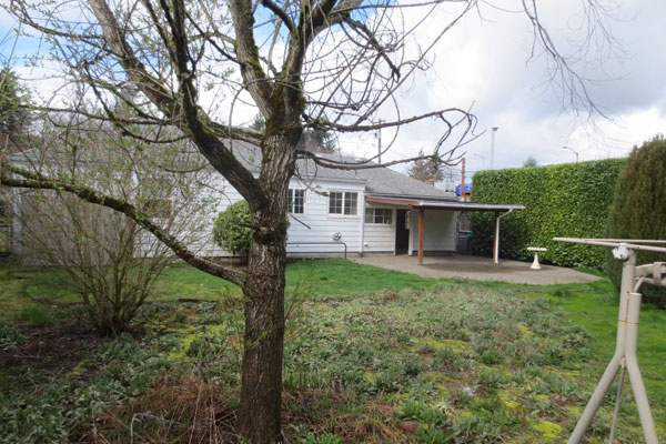 3536-SE-76th,-FosterPowell-Traditional-yard2