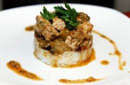 Schweinefleisch mit Tamarinden-Kapern-Sauce