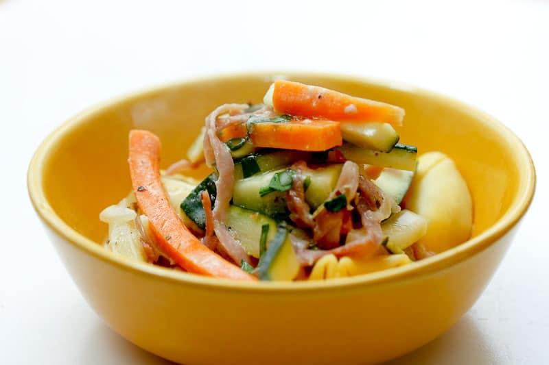 Tortellini mit Zucchini und Möhren