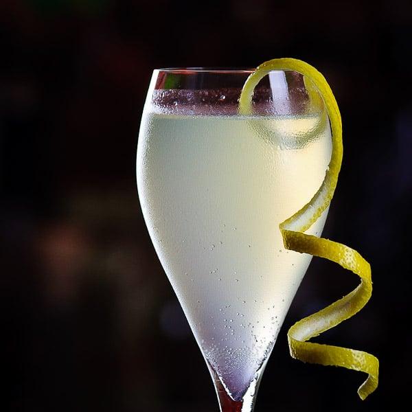 french 75 erfrischender champagner cocktail mit gin. Black Bedroom Furniture Sets. Home Design Ideas