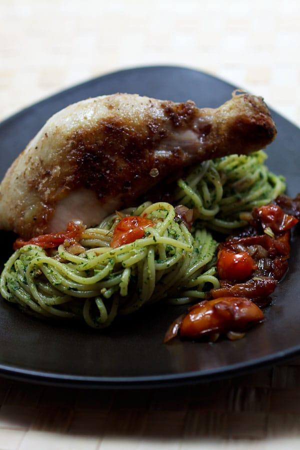 spaghetti mit thai basilikum pesto und tomaten kompott. Black Bedroom Furniture Sets. Home Design Ideas
