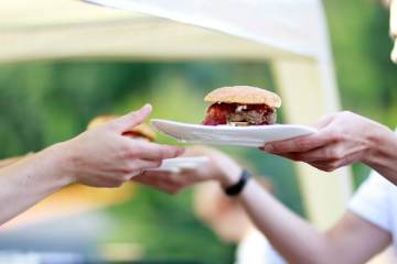 grill-contest-burger-give-me-the-burger