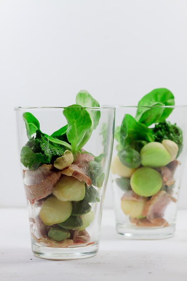 Entenbrust mit Feldsalatmousse, Apfel und Wasabinüssen