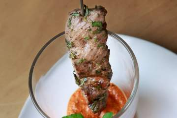 lamm-sate-mit-paprika-walnuss-dip