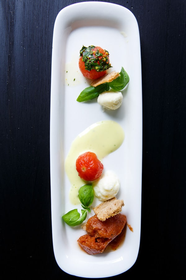 Caprese 2.0 mit Basilikum-Sabayon, Mozzarella-Schaum und Tomaten-Sorbet
