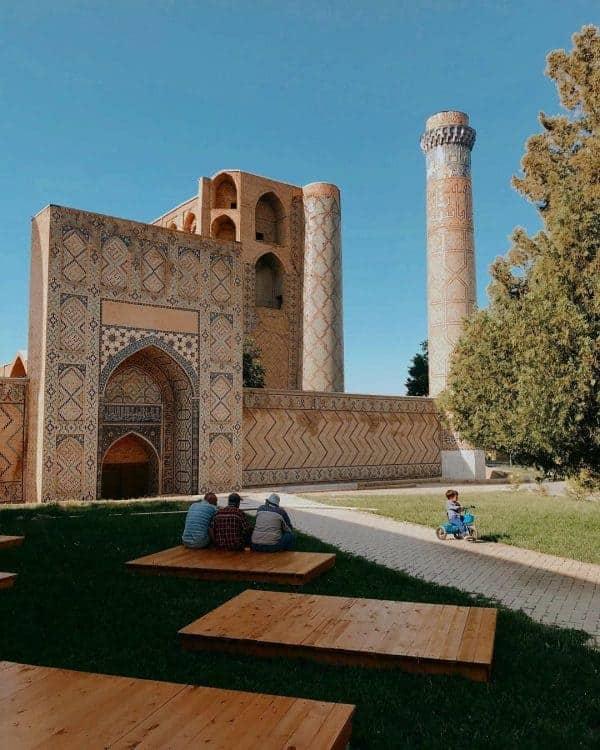 Samarkand - men sitting outside a mosque