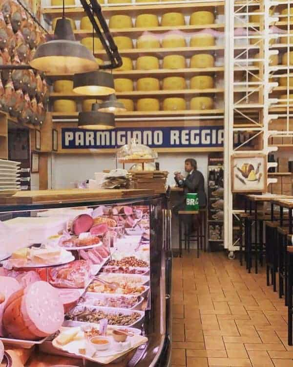 Things to do in Bologna: Order a Charcuterie board with local cold cuts and cheeses