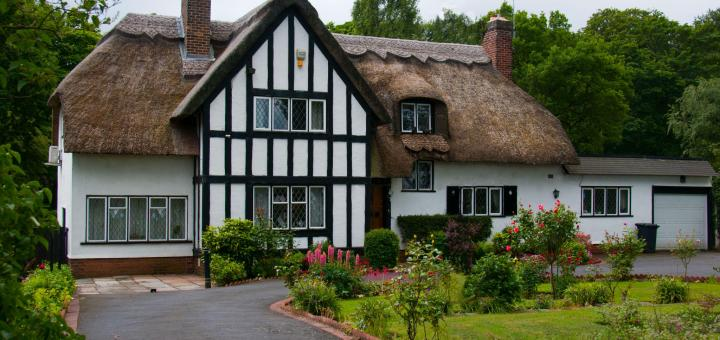Thatch cottage that has specialist thatch insurance