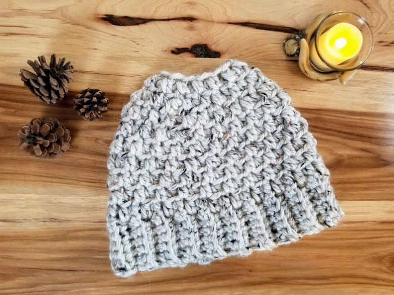 Crochet the women's Aspen Tweed Hat using this versatile and free pattern! You can make a messy bun hat or a beanie with a pom pom or without. Both patterns in one. This chunky hat is crocheted using a super bulky weight Lion Brand Yarn. Would also fit a teenager. #chunkyhat #crochet #freecrochetpattern #beanie #toque