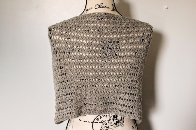 Dovetail Wrap on mannequin back view