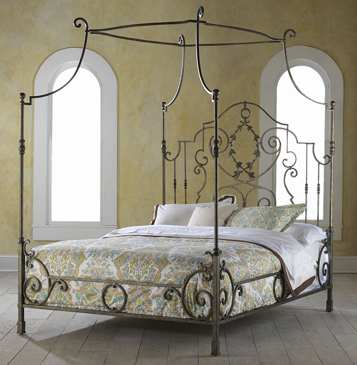 HH11136MACouronne King Metal Bed
