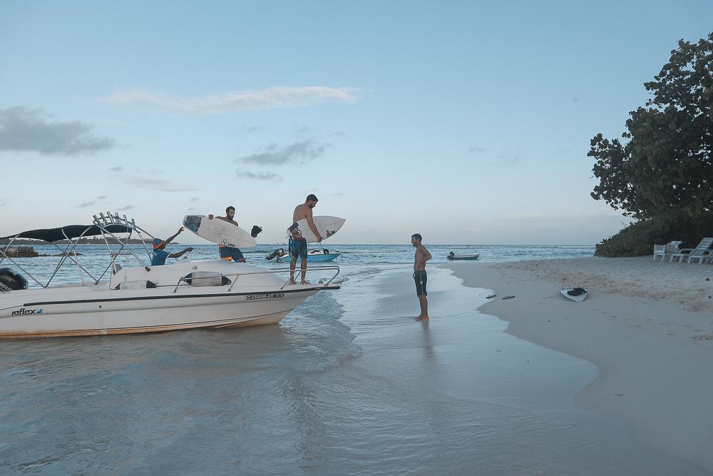 เซิร์ฟ มัลดีฟส์ แบบประหยัด MALDIVES SURFING