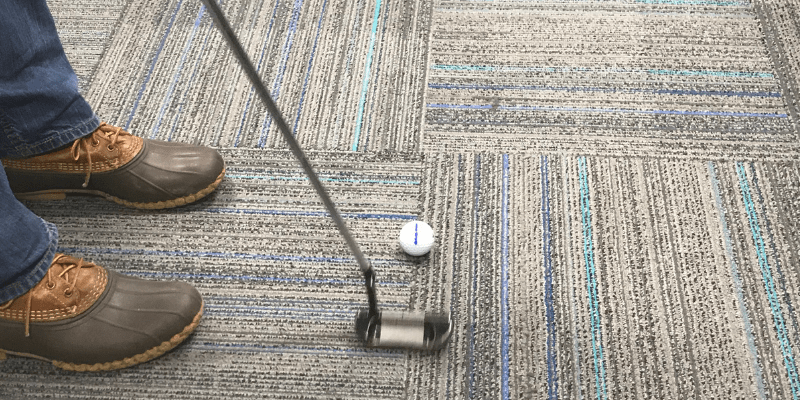 Carpet putting indoor golf