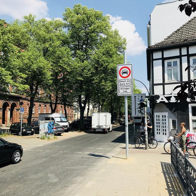 Fahrverbot in der Max-Brauer-Allee in Hamburg Altona