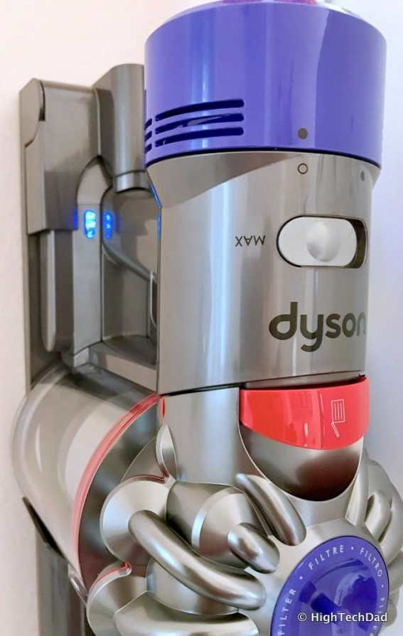 Dyson V8 Absolute - charging with charge indicator