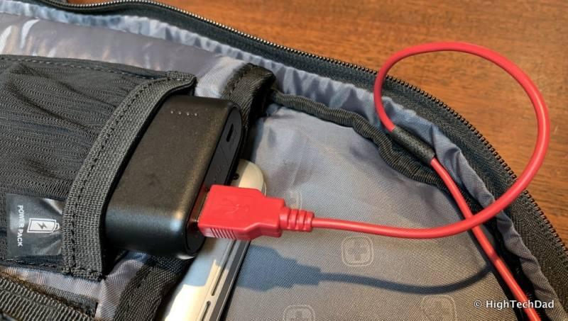 HighTechDad Swissgear 5358 USB ScanSmart Backpack Review - USB battery