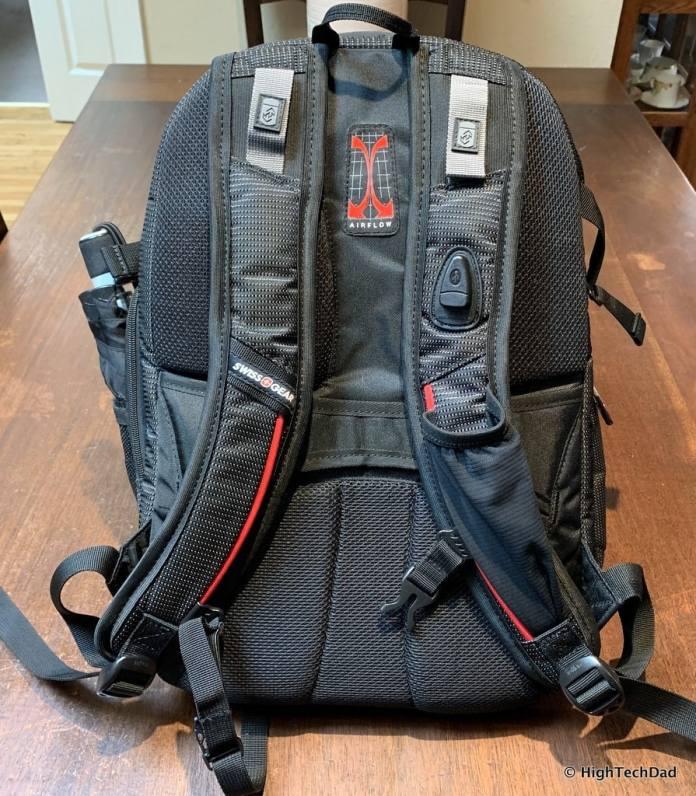 HighTechDad Swissgear 5358 USB ScanSmart Backpack Review - back straps