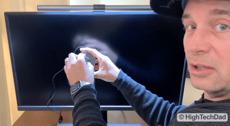HighTechDad Video Review of BenQ ScreenBar Plus e-Reading LED Lamp - showing the dial