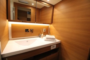 Solaris Yachts Bath