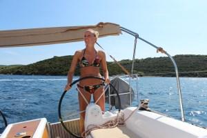HighTide.cc Dufour 350 Kroatien Segeltörn buchtenbummeln dufour 350 steering