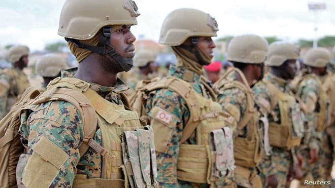 Somali military officers attend a training programme at their base in Mogadishu, November 1, 2017. (Photo: REUTERS/Feisal Omar)