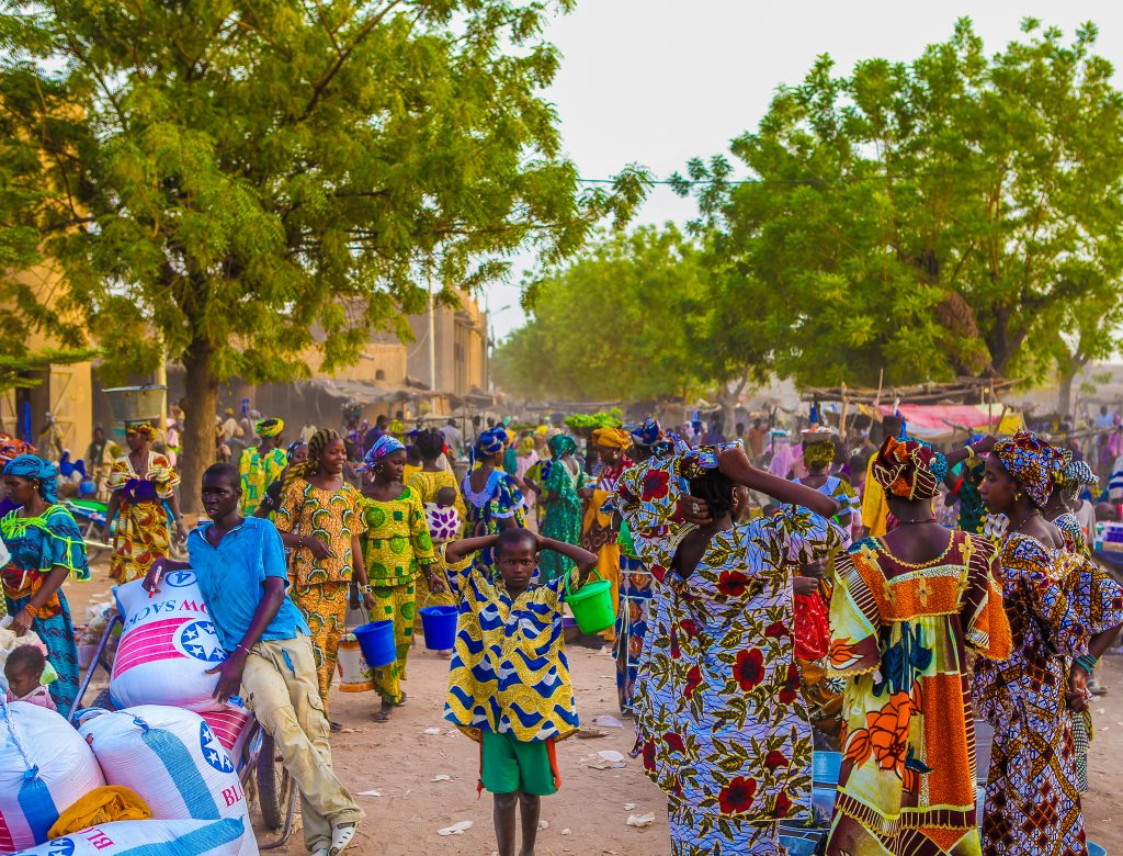 Interesting Facts on Mali: Colorful outfits