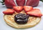 tortitas con fresas y crema de cacao casera