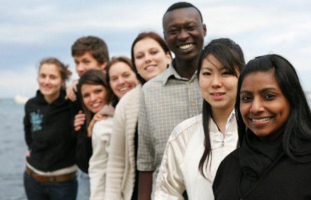 persone di varie etnie, culture e religioni
