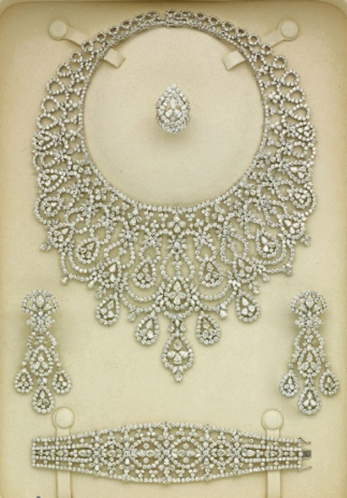 A DIAMOND PARURE BY ELIE CHATILA Preparem se, crianças, as mais lindas parures do mundo, em leilão da Christies!