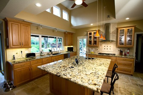A recently completed kitchen Design and remodel by Hiline Builders Inc.