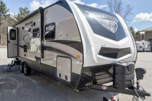 2019 Minnie Plus 27BHSS-Bunks **RV Show Season Special Price** Image
